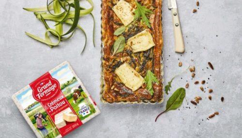 recette-quiche-sans-pate-aux-epluchures-de-courgettes-aux-oignons-et-aux-morceaux-de-fromage-cremeux-du-poitou-grand-fermage-